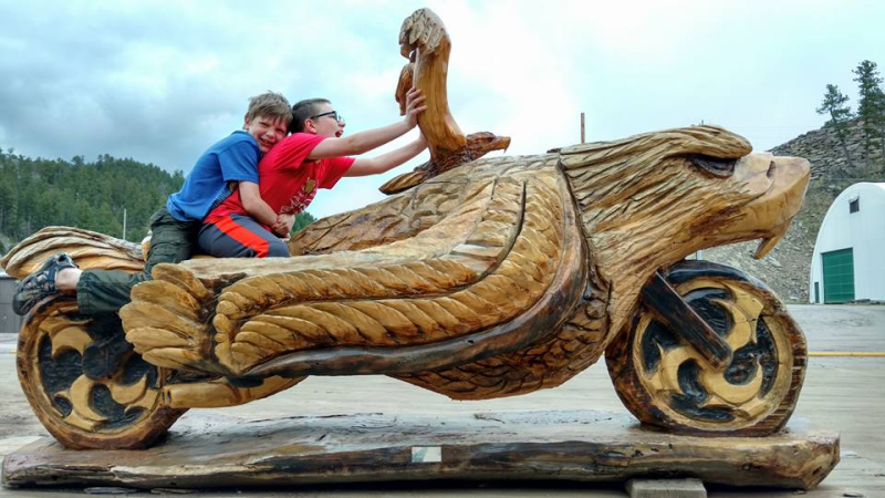 Dahls chainsaw art